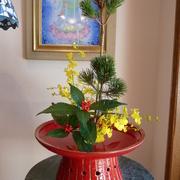 高鶴窯の花器にお正月の花をいけましたの画像